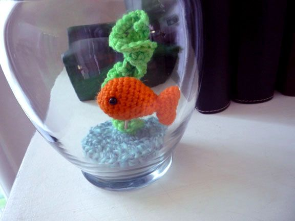 cute to do in a small mason jar for a pin cushion. Sheep Dog's Fleece: Simple Fish