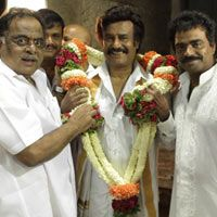 Rajini's Lingaa goes on floors -   Finally a good news for Rajinikanth fans. His much-awaited movie Lingaa, directed by K S Ravikumar, went on floors at the famous Chamundeswari temple in Mysore today...  Read More: http://www.kalakkalcinema.com/tamil_news_detail.php?id=6655&title=Rajini%27s_Lingaa_goes_on_floors