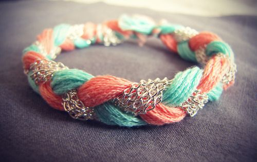 DIY coral and teal bracelet: Colors Combos, Embroidery Floss, Diy Coral, Chains Bracelets, Cute Bracelets, Diy Jewelry, Braids Bracelets, Diy Bracelets, Teal Bracelets