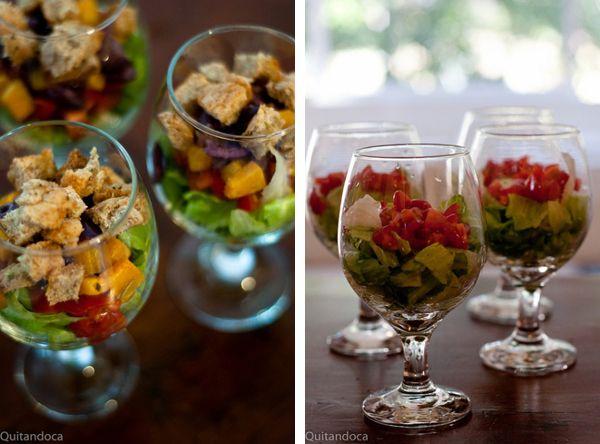 Servir aquela salada que você acha super sem graça, dentro de um copo ou taça