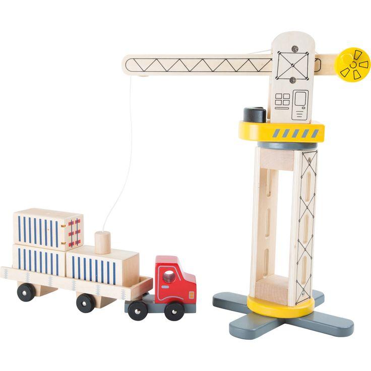 Portul de mărfuri este mereu aglomerat, iar containerele trebuie încărcate și descărcate pentru a fi mutate. Macaraua rotativă de lemn asigură mutarea containerelor în siguranță. Cablul macaralei se coboară prin rotirea manivelei iar containerele sunt ridicate cu ajutorul magnetului atașat și încărcate în camion.