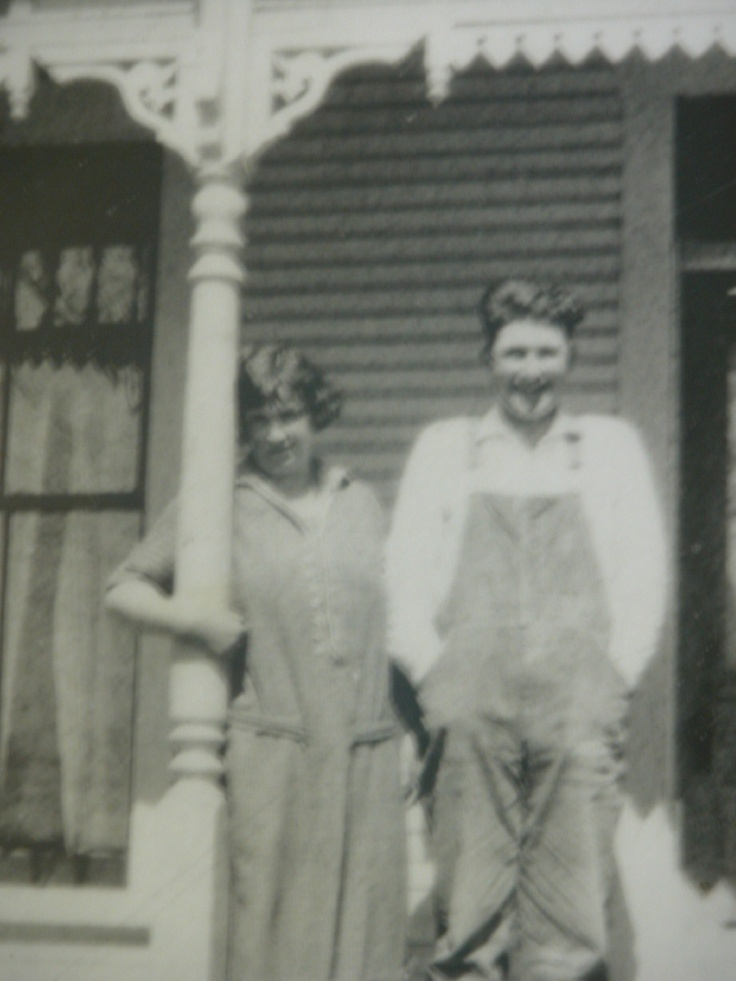Dane T and Mary Etta Willis   Grandpa and Grandma