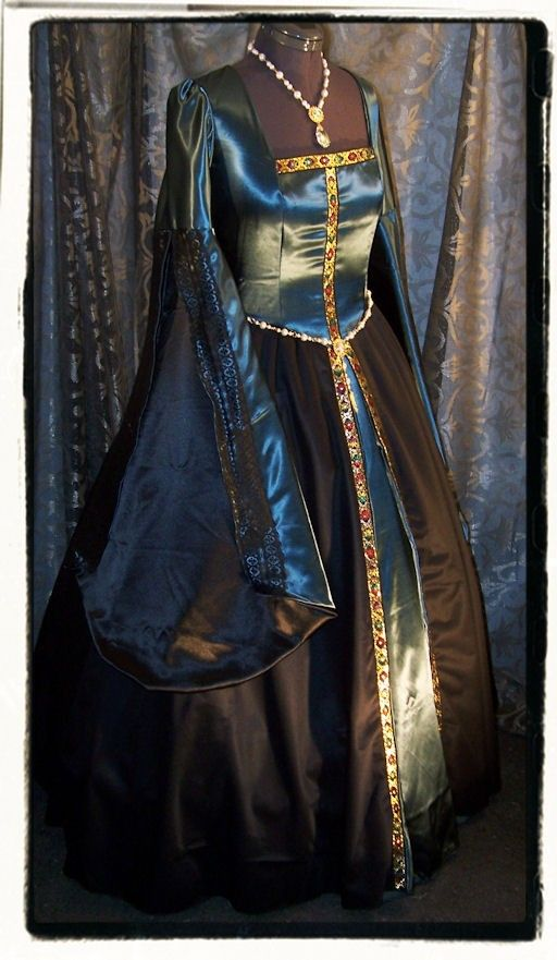 blue and black renaissance dress  I love the design on this...