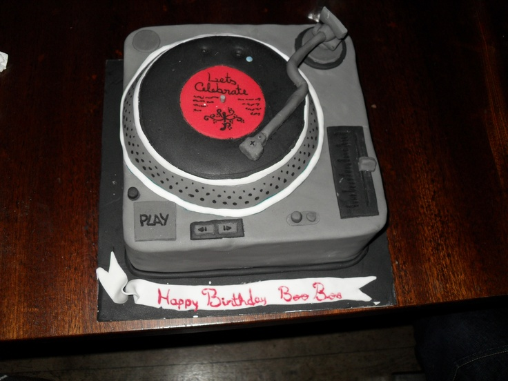 Turn table birthday cake my sister music cake for Table 52 hummingbird cake