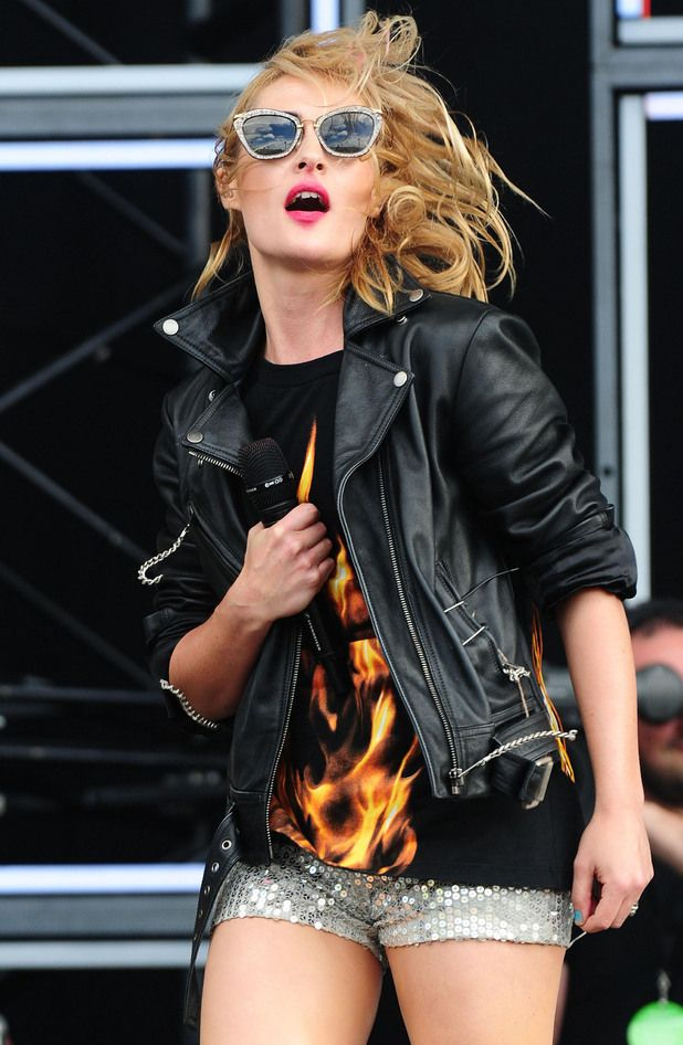 I  luv Emily Haines and her sunglasses