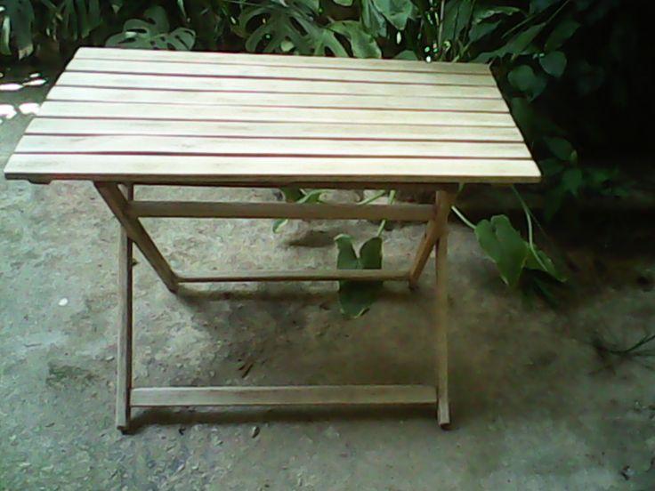 Κατεστραμένο τραπέζι, μαζεμένο απο τον δρόμο.Συναρμολογιμένο &τριμένο