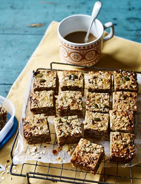 Coconut, banana and date breakfast squares recipe - this healthy breakfast bake recipe is really easy! Make a batch on Monday morning and enjoy for the whole week.