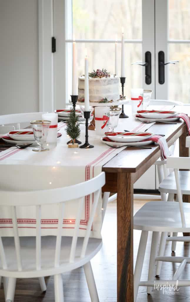 Vintage Modern Christmas Table Decor Ideas To Dress Up Your Home For The Holidays Diningroo Christmas Table Decorations Table Decorations Festive Dining Room