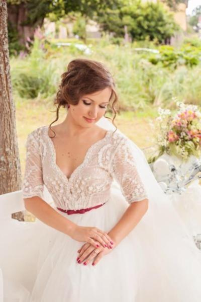 Luxus  Brautkleid ist ein Traum in Diamantweiß...   Die formgebende Corsage ist mit wunderschöner...,Luxus Brautkleid, Hochzeitskleid in Weiß Größe 34-36 in Baden-Württemberg - Eggenstein-Leopoldshafen