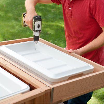 Wie baut man eine Eistruhe aus Zedernholz? Holzhandwerk, um hausgemachte #Wood-Projektideen zu verkaufen. Lesen Sie mehr unter dem Bild-Weblink.