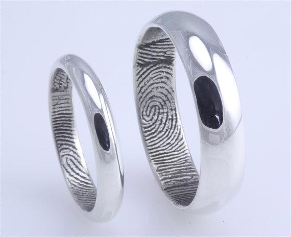 His and hers thumbprint rings: Fingerprint Rings, Wedding Ideas, Weddings, Band Idea, Fingerprints, Wedding Bands, Wedding Rings, Round Fingerprint