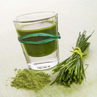 So fördert Weizengras die Entsäuerung des Körpers. www.ihr-wellness-magazin.de