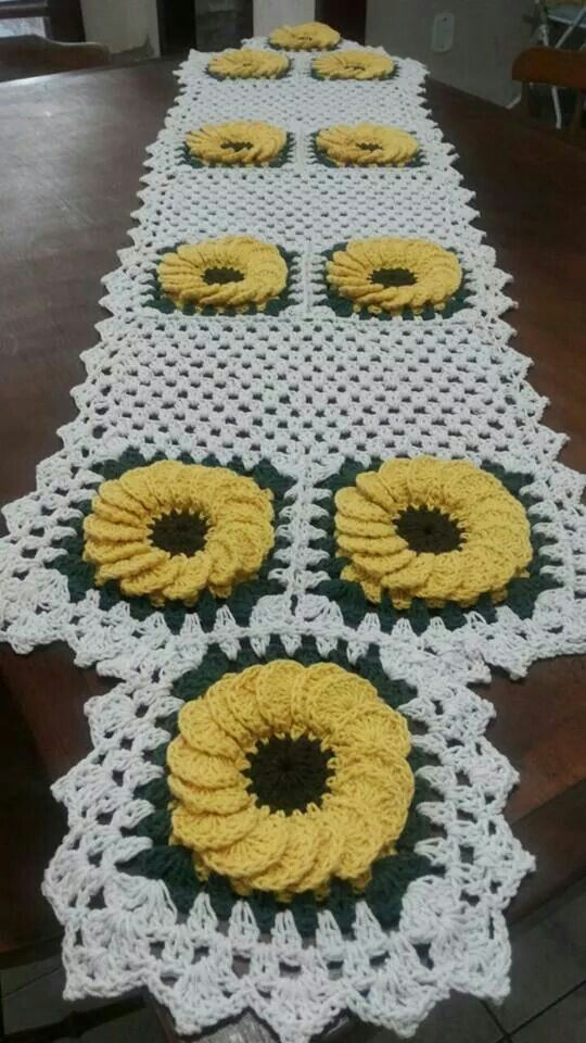 17 best images about guardanapos e trilhos de croche e for Camino de mesa a crochet