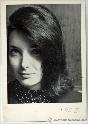 Foto original con autógrafo de Nuria Espert, actriz española, especialsita en Lorca, y directora de teatro.