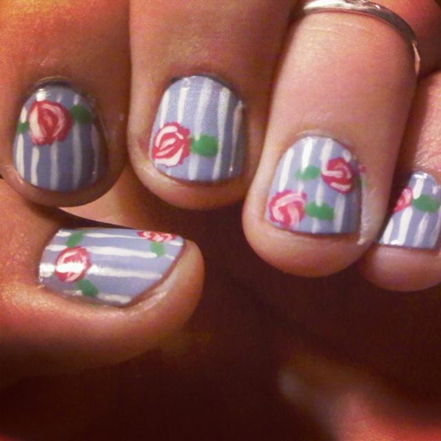 Stripes and flowers nails, nailpolish, pintura de uñas con flores.