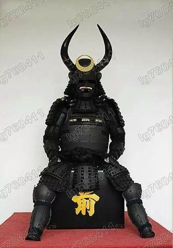 armadura samurai japonesa hecha de hierro forjado y tela