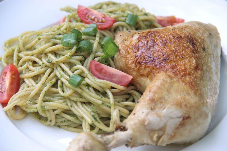 Pasta with pesto and chicken - Pasta met pesto en kip