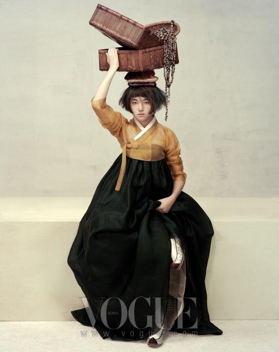FÊTE DE LA MOISSON Soksalyi Plage veste de moutarde et jupe en soie Nobang plumes de courtepointe le tous hanbok : Lee Young-hee.