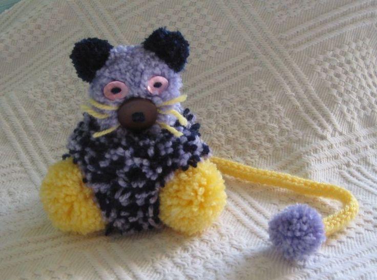 12 best pom pom crafts animaux pompons et autres id es images on pinterest animaux cure and. Black Bedroom Furniture Sets. Home Design Ideas