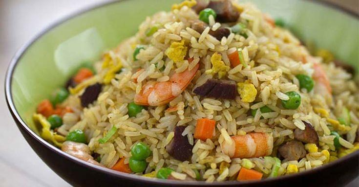 El día de hoy te comparto otra exquisita receta de arroz. Esta vez un arroz con marisco al estilo tailandés, un arroz frito con tentador sabor asiático.  La gastronomía tailandesa se considera una de las más exóticas del planeta por sus combinaciones de sabores.