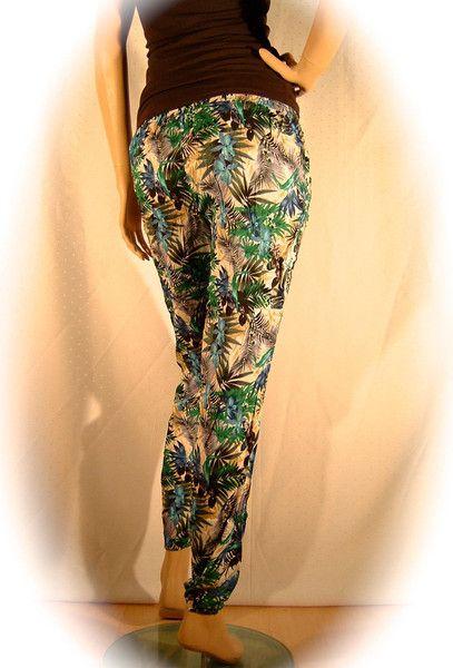 leichte Sommerhose Stoffhose mit Blumenmuster von Hasenfuesschen´s Fancy-Fashion  auf DaWanda.com