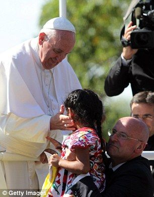 Washington DC... Six-year-old SOPHIE CRUZ gives rousing speech at Women's March... pictured Sophie with the Pope in 2015 | Daily Mail Online