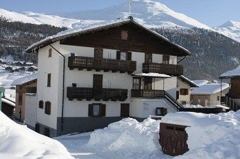 Get the Best Rates at  http://www.lowestroomrates.com/avail/hotels/Italy/Livigno/Livigno-Apartment.html?m=p  Livigno Apartment in Livigno (Valtelline Valley) is convenient to Livigno - Tagliede Gondola and Mottolino Gondola. This ski apartment is within close proximity of Teola Pianoni Bassi Ski Lift and San Rocco Ski Lift.  #LivignoApartment #Livigno #SkiResortsItaly