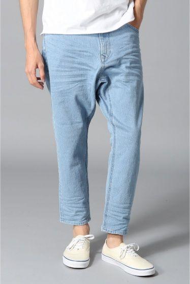WHEIR Bobsonmens drop crotch jeans  WHEIR Bobsonmens drop crotch jeans 14040 股上が深くゆったりしたシルエットのデニムパンツ 今期はトップスとボトムをゆったり合わせる今年らしいスタイルにピッタリの商品です 定番のデニムカラーと濃紺の2色カラーの展開 色味にメリハリを意識しスタイリングに取り入れて頂く事でシルエットがハッキリしコーディネートのバランスも非常に良くなります ゆったりしたデニムに抵抗があるにもオススメの一本 WHEIR Bobsonウェアボブソン 1971年創業のデニムブランドBobsonが今年のAWよりブランド名を新たに生まれ変わりました WHEIRという名称はWESTERN西洋とHEIR後継者からなる造語で新時代の担い手になりたいという願いが込められています FABRIC  FIT  FINISH  イマドキの空気をブランドコンセプトに掲げコレクションではメンズウィメンズともに展開しています モデルサイズ:身長:179cm バスト:88cm ウェスト:70cm ヒップ:88cm…