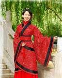 63 – (Año 960) Los Song. Durante la dinastía japonesa Song (960-1279), las pastillas de té prensado se molían hasta obtener un polvo muy fino que se removía en agua hirviendo a fin de producir un liquido espumoso.