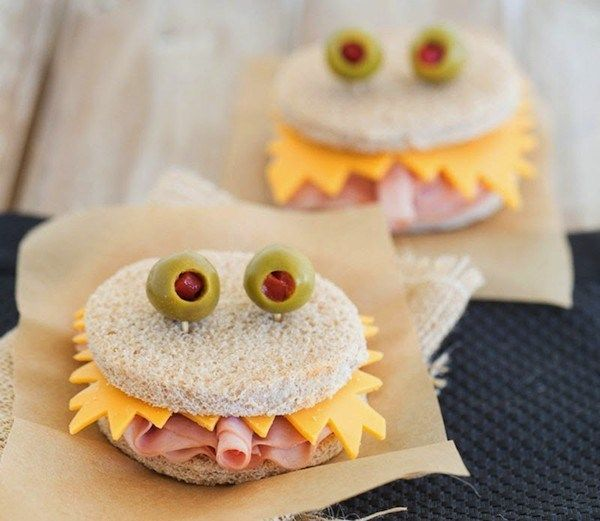spooktacular Halloween lunch box snacks for creepy kids monster sandwiches Halloween Lunch Ideas, Comida De Halloween Ideas, Fete Halloween, Healthy Halloween, Halloween Dinner, Halloween Food For Party, Creepy Halloween, Halloween Kids, Halloween Treats