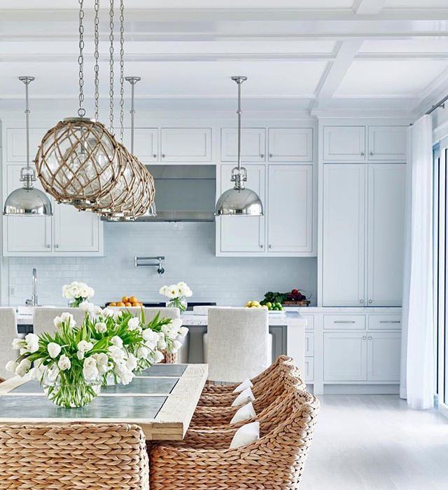 No.Words. There's SO much good I could say about this stunning kitchen/dining space!! WHAT'S YOUR FAVE PART?! // Design by @changoandco ⚓