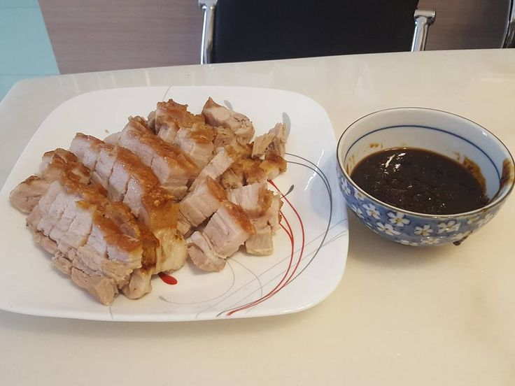 Ingredients    1kg Pork Belly   1 tbsp Pink Salt Flakes   1 tbsp Extra Virgin Olive Oil   1tbsp Rice Wine Vinegar   1L of Water   White Wine  Directions  1. Place 1kg Pork Belly into Varoma tray and place into a large sink. 2. Pour a kettle of boiling water over the pork allowing it to