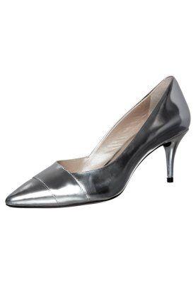 DKNY PADME Pumps silver - http://www.kleidung-24.de/dkny-padme-pumps-silver/   #Damen, #Pumps, #Schuhe #DKNY