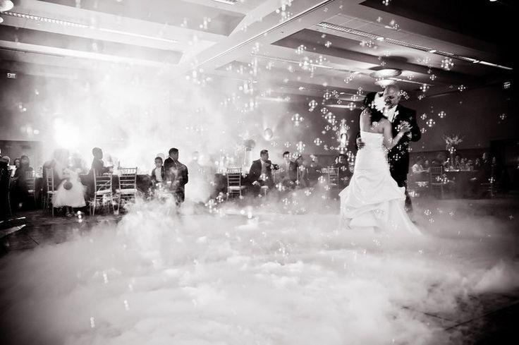 Pomysł na pierwszy taniec Pary Młodej:) http://czekoladowefontanny-imprezy.pl/