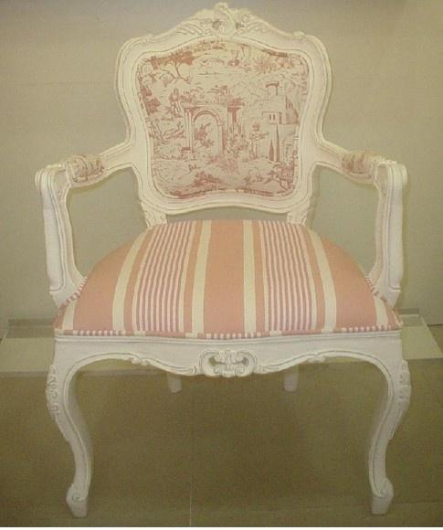 Poltrona Luis XV encosto liso com tecido toile de jouly e acento listrado. Tecido a parete . Solicite mostruario de tecidos pelo donamix@donamix.com.br ou envie seu tecido de preferencia. R$2.256,60