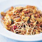 Een heerlijk recept: Jamie Oliver: spaghetti met ansjovis rode pepertjes en pangritata