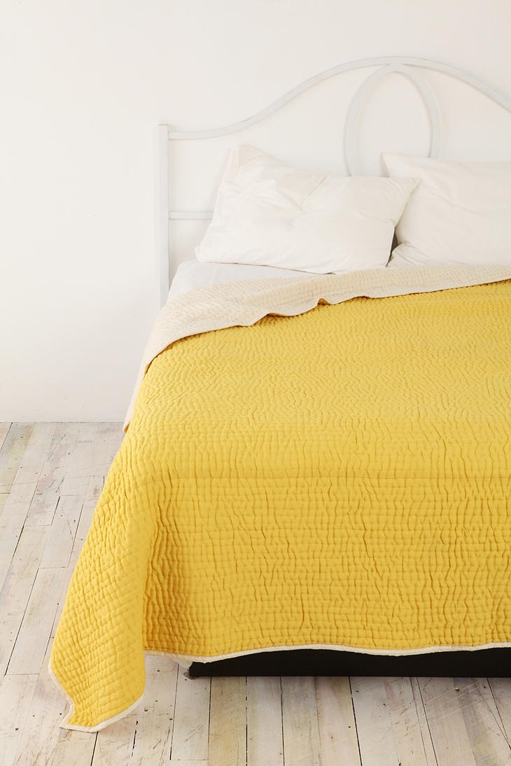 mustard yellow seed stitch quilt
