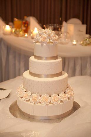 Status: Married. Stephanie & Paul's romantic Greek Orthodox #wedding. #weddingcake