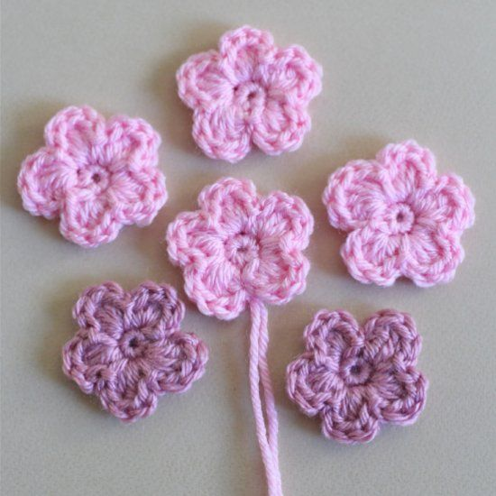 Learn to crochet simple flowers you can use to embellish headbands, beanies and other craft projects. Step by step tutorial and video.