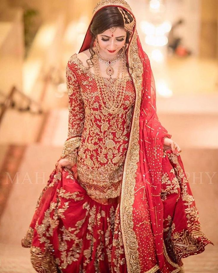 "674 Likes, 4 Comments - Pakistan Street Style (@pakistanstreetstyle) on Instagram: ""Red and gold bridals will always be a classic and this one by @mohsin.naveed.ranjha is absolute…"""