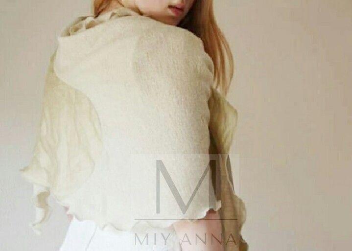 'Shawl in Vorm' ✨ www.miyanna.nl #weddingdress #wedding #MIYANNA