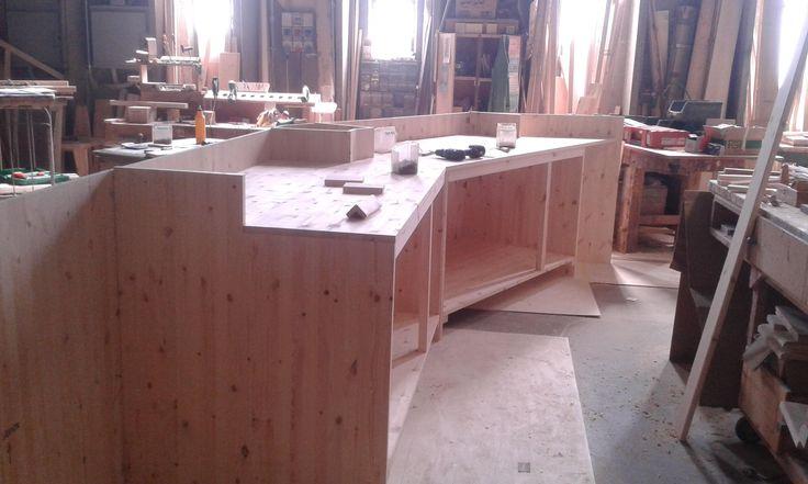 www.mobilificiomaieron.it - https://www.facebook.com/pages/Arredamenti-Pub-Pizzerie-Ristoranti-Maieron/263620513820232 - 0433775330 Fase di Costruzione di #banconepub in legno massello adatto ad #arredopub costruito, progettato ed installato direttamente dal Mobilificio Maieron #arredopub #arredopizzeria #banconipub #banconipizzeria #arredopubchiaviinmano
