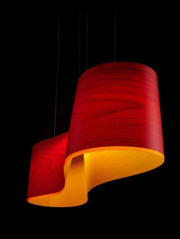 Best Designerleuchte New Wave von LZF Lamps wird durch zwei Furnierh lzer geformt und begleitet als Esszimmerleuchte das