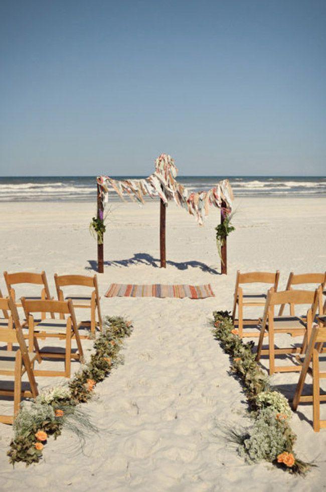 Hoy {love notes} se va a la playa. Pero no a cualquier playa, sino a una de arena fina y tostada en St. Augustine, Florida. Y qué queréis que os diga, yo llevo un buen rato disfrutando como una loca mientras selecciono las imágenes de esta increíble boda celebrada al atardecer y junto al mar…. …