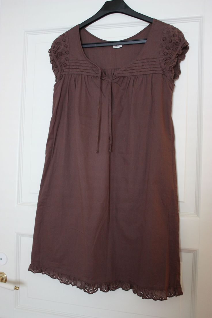 Versatile dress - mine is not really, but the best option and I like it - brown dress