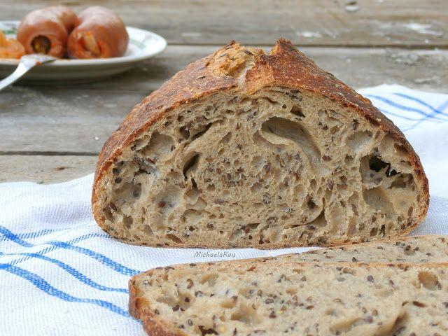 """""""Hele, ten chleba je nějakej děravej, ne?"""" Kouká na mě od prkýnka manžel. """"No to je takový druh, víš?.. Jo? A tu pomazánku si na něj ..."""