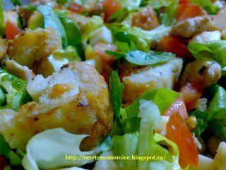 Salata din piept de pui cu crutoane