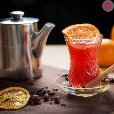 Как спастись от холодов и авитаминоза? Выпить  горячего чаю! Надоел обычный чай с лимоном? Попробуйте  наши интересные и суперполезные рецепты с клюквой, медом,  имбирем и даже вишневым соком.