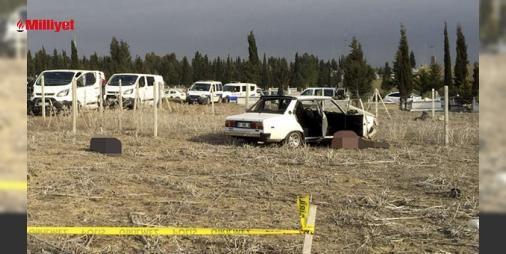 Son dakika: Mezarlıkta 3 erkek cesedi bulundu: Adana'nın Yüreğir ilçesinde bir mezarlıkta 3 kişi kalaşnikof marka otomatik tüfek ve tabancayla vurularak öldürüldü. Olay, Yüreğir ilçesindeki Alihocalı Mahallesi'ndeki mezarlıkta meydana geldi. Edinilen bilgiye göre, sabah saatlerinde mezarlığa gelen vatandaşlar 01 ERG 36 plakalı otomobilin şoför k...