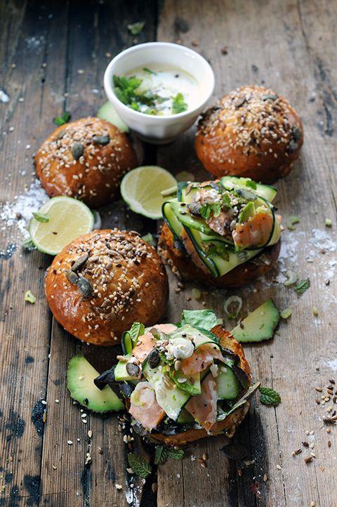 Dorian cuisine.com Mais pourquoi est-ce que je vous raconte ça... : Mini-burger pour les poules aimant les saumons... Parce que les graines et les saumons...